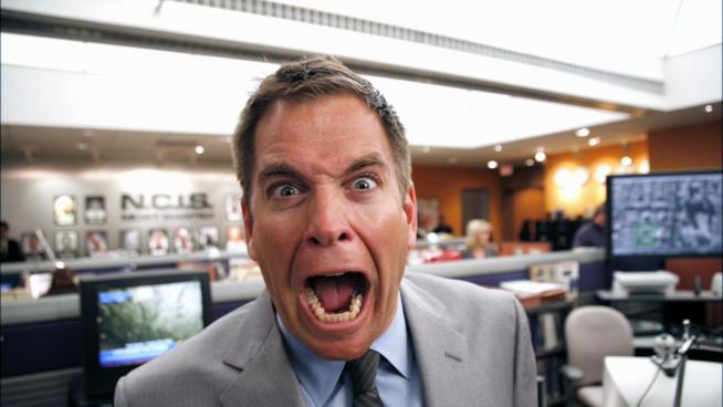 Michael Weatherly con un'espressione divertente sul set di NCIS