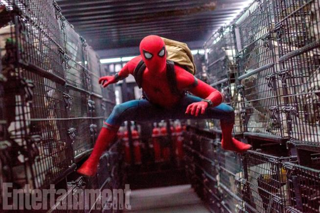 Spider-Man con indosso il suo nuovo costume in Homecoming