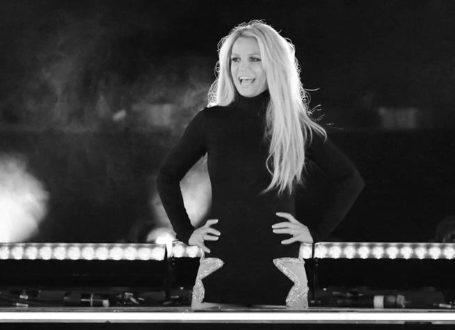 Britney Spears si esibisce sul palco