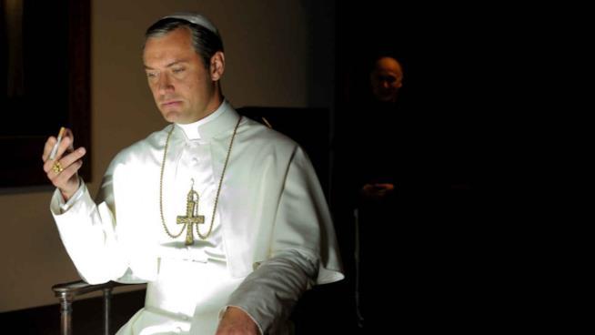 Jude Law è The Young Pope nella serie TV di Paolo Sorrentino