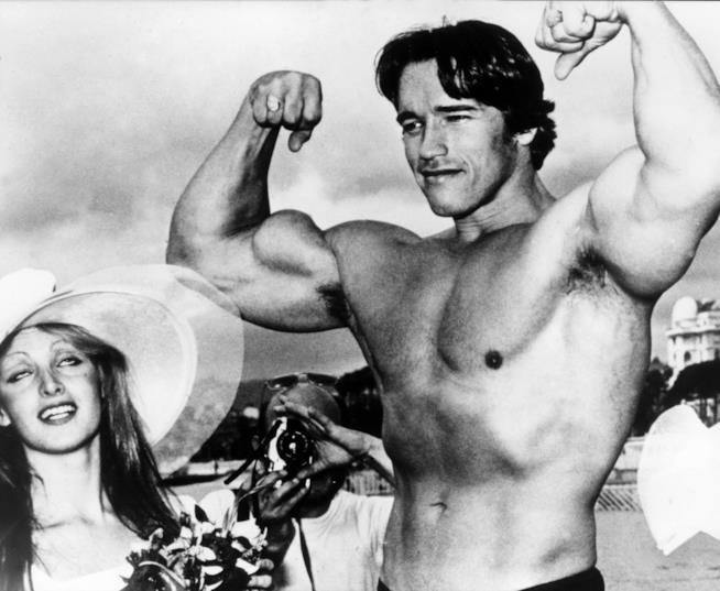 Arnold Schwarzenegger e il fisico muscoloso