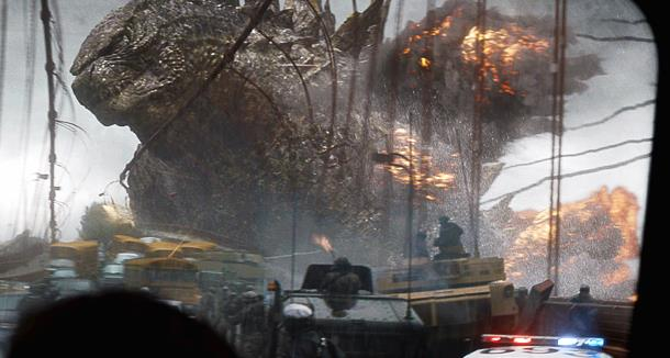 Godzilla tra le esplosioni nel film del 2014