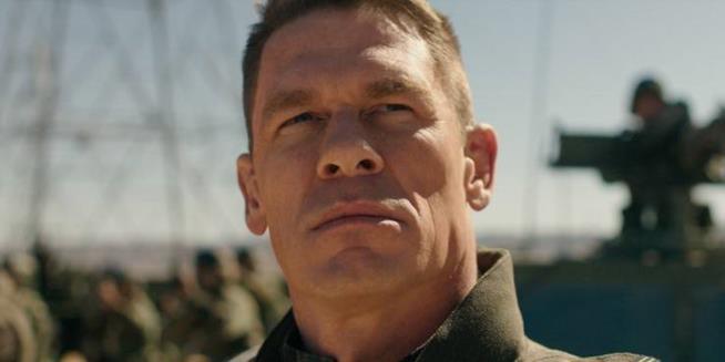Un primo piano di John Cena in Bumblebee