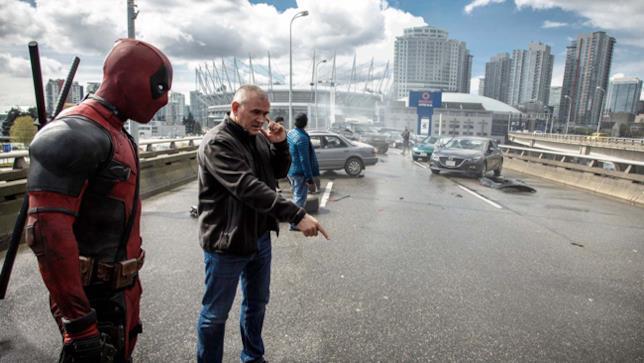 Tim Miller sul set di Deadpool con Ryan Reynolds
