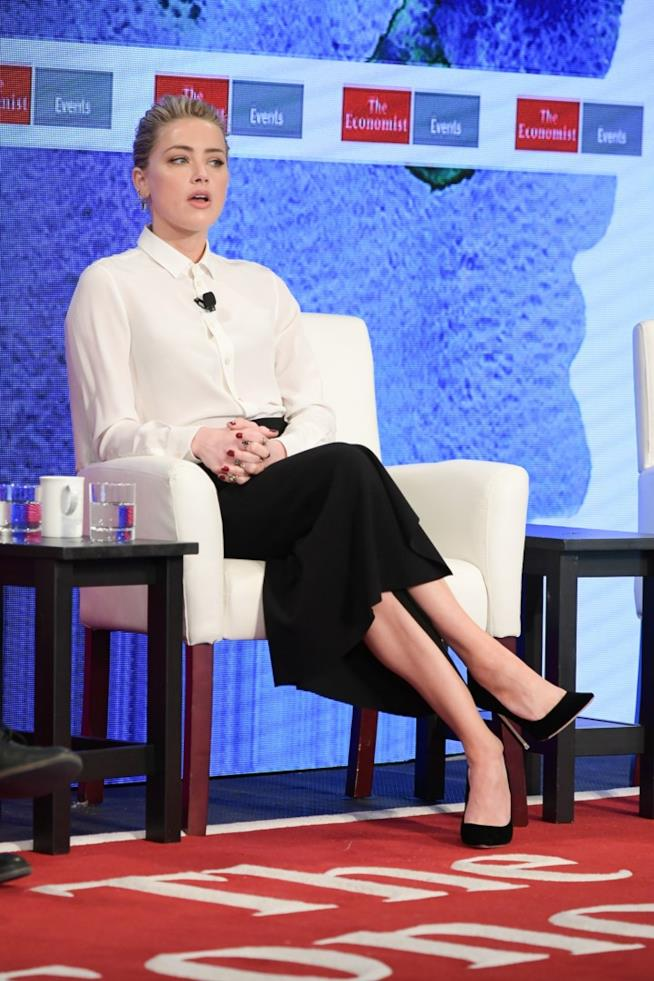 Amber Heard durante il summit Pride & Prejudice