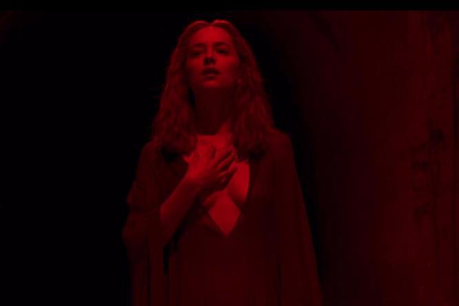 Susie in una delle scene più famose della pellicola