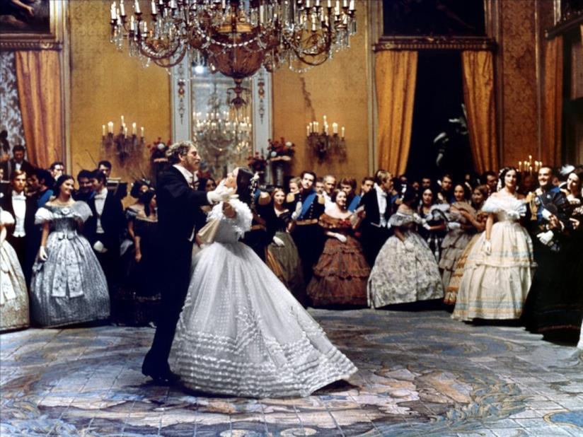 Burt Lancaster balla con Claudia Cardinale in una scena de Il Gattopardo (1963) di Luchino Visconti