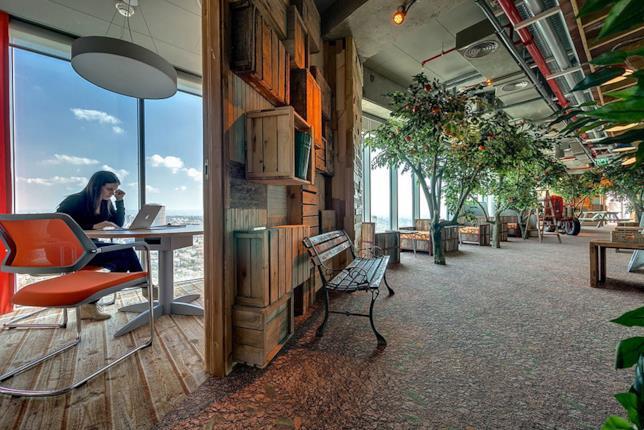 Interni degli uffici della sede di Google a Tel Aviv