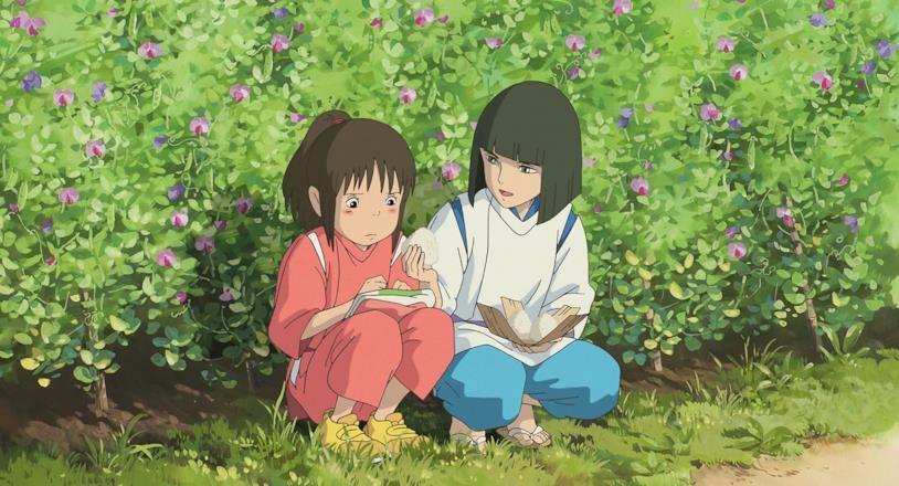 Haku consola Chihiro in un campo di fiori