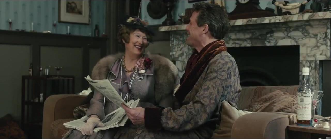 I due attori mentre recitano nel film che racconta la strana storia del soprano stonato Jenkins