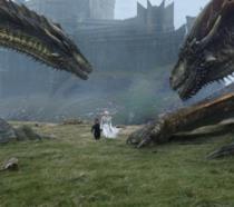 Daenerys e Tyrion con due draghi a Roccia del Drago