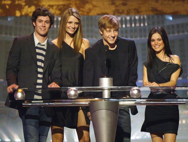 Mischa Barton con il cast di The O.C